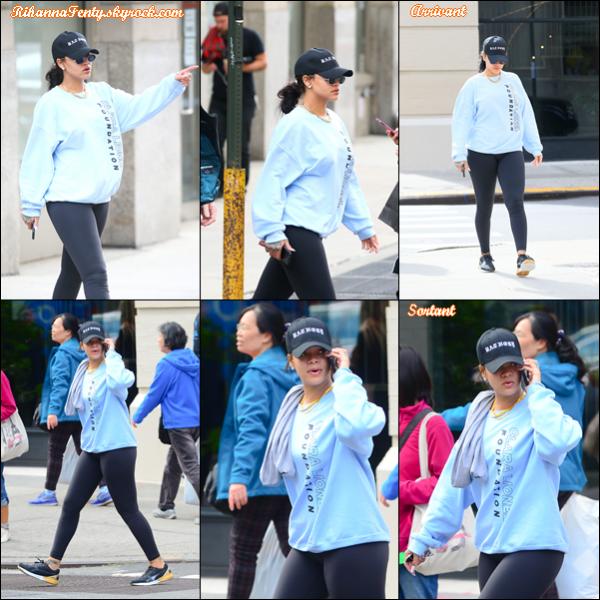 - 12/10/2017 : Rihanna a été aperçue entrain de se rendre puis sortir d'un club de gym à New York City. La belle barbadienne est toute mignonne et semble enchaîner les sorties, top pour une tenue sportive. -
