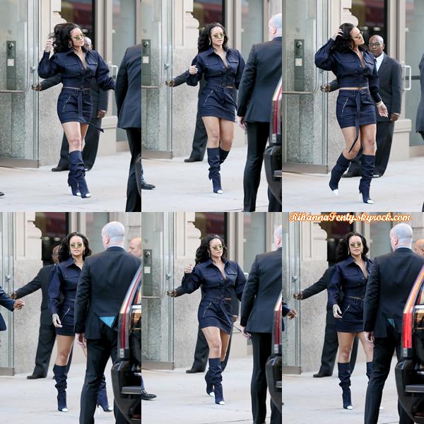 - 12/10/2017 : Rihanna a été photographiée entrain de se rendre au lancement de  Fenty Galaxy  à New York. INFORMATION : Fenty Galaxy est une nouvelle gamme de maquillage. Côté tenue, Riri est juste magnifique, top ! -