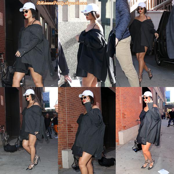 - 19/10/2017 : Rihanna a été photographiée entrain de se rendre à un  photoshoot  à New-York. La queen est juste magnifique, j'ai hâte de voir ce qu'elle nous réserve, top ! -