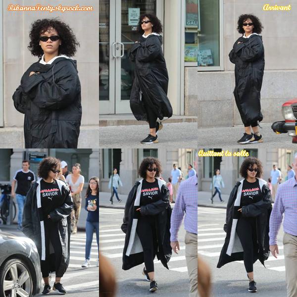 - 21/10/2017 : Rihanna a été aperçue en train de se rendre puis quitter un cours de  gymnastique  à N-Y.  -