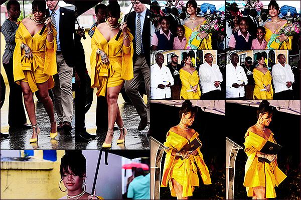[align=center][c=#EDBA3B][size=8px]-[/size][/c][/align] [align=center][size=12px]30/11/2017 : [b]Rihanna[/b] a été photographiée à la cérémonie d'inauguration de la rue [b]Rihanna Drive[/b] à [b]La Barbade[/b].[align=center][c=#EDBA3B][size=8px]-