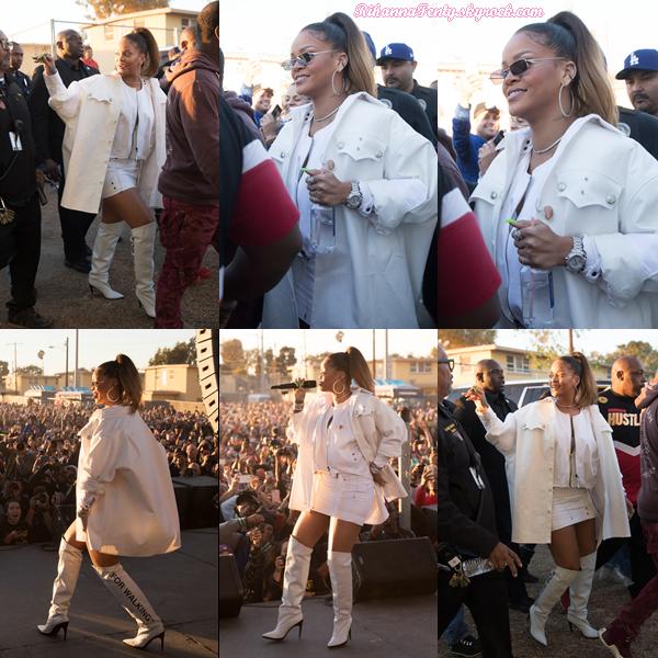 - 21/12/2017 : Rihanna arrivant puis chantant lors du spectacle de Noël annuel de TDE à Watts en Californie.-