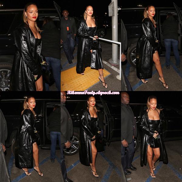 - 21/12/2017 : Rihanna a été photographiée se rendant au concert de Jay-Z au Forum à Inglewood en Californie.-