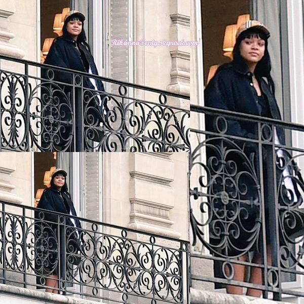- 14/01/2018 : Rihanna a été photographiée sur le balcon de son hôtel avec son compagnon Hassan Jameel à Paris.-