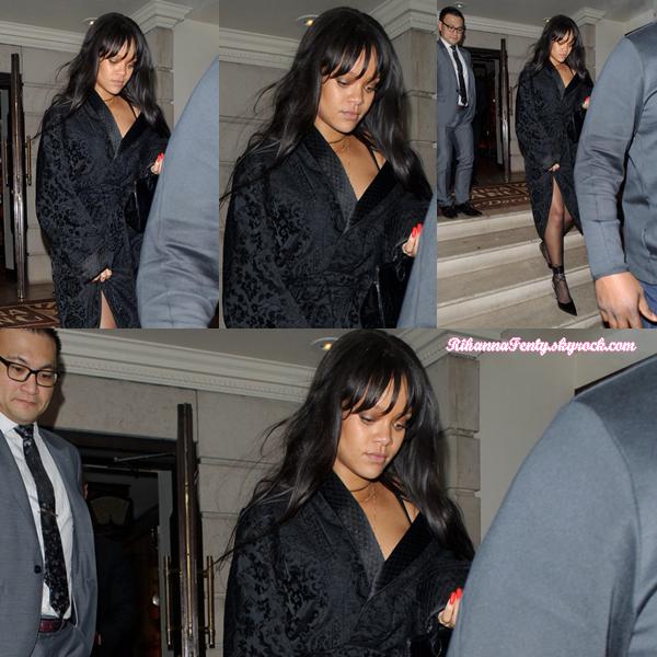 - 20/01/2018 : Rihanna a été photographiée quittant un restaurant à Londres. Un top en vue pour la barbadienne bien que l'on ne voit pas toute la tenue ! -