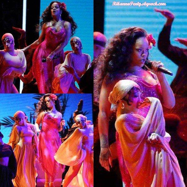 - 28/01/2018 : Rihanna performait le titre Wild Thoughts lors des Grammy Awards de New-York. La belle chanteuse était sublime et était juste au top pour sa performance ! -