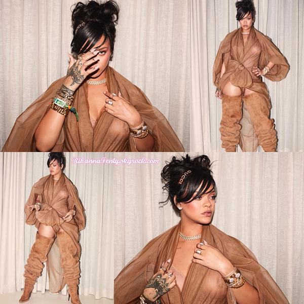 - 14/04/2018 : Rihanna assistait au concert de Beyoncé à Coachella. Une tenue certes très osée mais qui lui va à ravir, un gros top pour moi ! -
