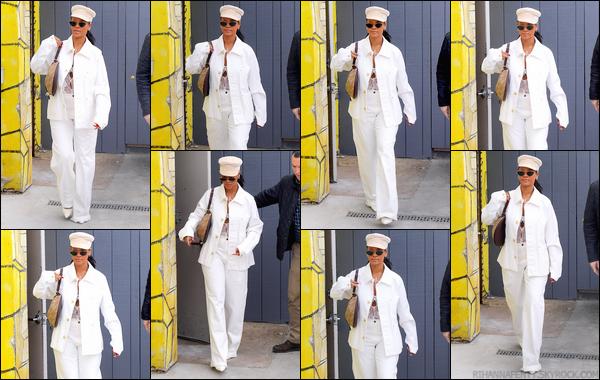 - 10/05/2018 : Rihannaa été aperçue alors qu'elle était en train de se promener dans les rues deNew York. -