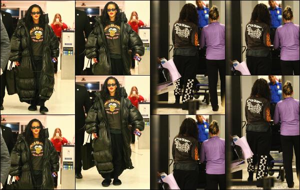 - 11/05/2018 : Rihannaa été photographiée lorsqu'elle arrivait à l'Aéroport international JFK à New York. -