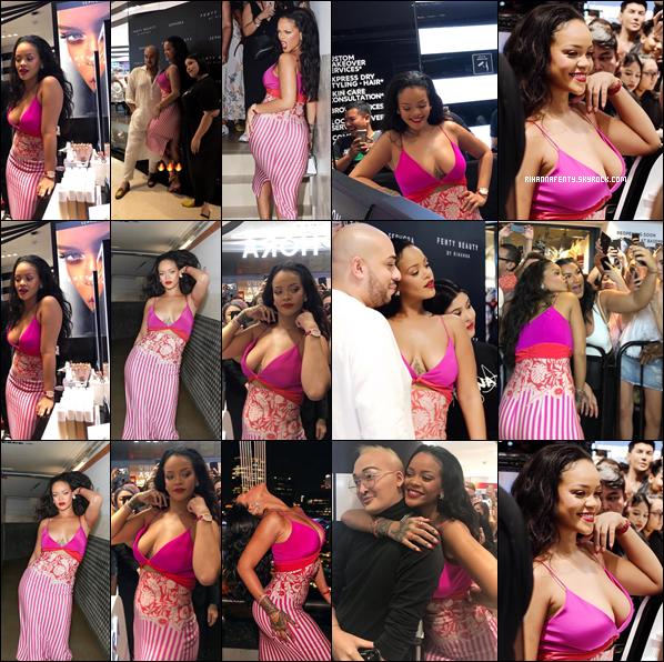 - 01/10/2018 : Rihanna lors du 1er anniversaire de Fenty Beauty à Singapour. J'aime beaucoup la tenue qui est très originale c'est un top bien mérité !  -