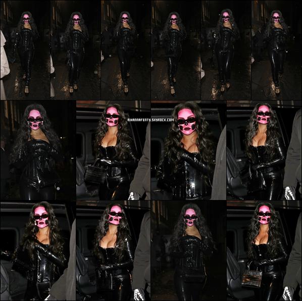 - 31/10/2018 : Rihannaa été photographiée alors qu'elle assistait à la soirée «Laylow » de Londres. Enfin une nouvelle sortie de Rihanna ! J'aime beaucoup son make-up pour Halloween. Je lui donne un top ! -