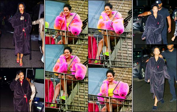 - 11/07/2021 : NotreRihannaa été photographiée lorsqu'elle était sur le tournage d'un clip vidéo, à New York.  -