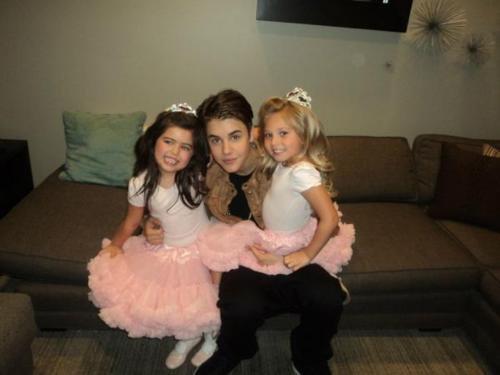 Justin con Sophie Grace y Rosie