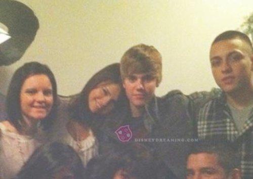 Justin assume dans les médias sa relation avec Selena Gomez, même s'il a déclaré en début d'année ne plus vouloir parler de sa vie privé.