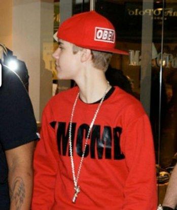 Justin fait la promo et signe pour Young Money Cash Money Billionaires, Exclusivité Skyblog.