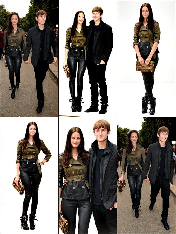 ____19 Septembre 2011_ ___Kaya Scodelario et Elliott étaient à la Fashion Week à Londres.