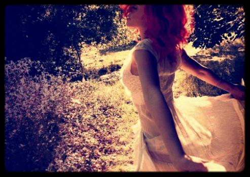 Résolution 1 :_________Faire le premier pas. - « On se parle presque plus, c'est pas comme au début. Ton nuage voile ton sourire. J'me sens si seul même quand t'es là. Dis-moi qu'est-ce qui t'arrives ? J'arrive plus à te suivre. Dis-le moi est-ce qu'il y avait du vrai, quand tu m'as dis que tu m'aimais ? Je m'en souviens encore... J'me souviens encore de ce moment là quand tu m'as pris, quand tu m'as pris dans tes bras. Tu m'disais que tu m'aimais. Depuis ce jour je sais meme plus si c'est vrai. » ___________________________________________________________________________________Marc Antoine - J'me souviens encore