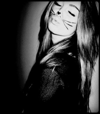 - « Donne-moi moins d'attention, Fais-moi mal sans raison, Trompe-toi de prénom, Mon ange, sois mon démon. Ne m'aime pas pour toujours, Mon ange, joue-moi un tour, Sois ma belle déception, Oublie l'ange deviens mon démon. » __________________________________________________________________________________Jena Lee - Mon ange