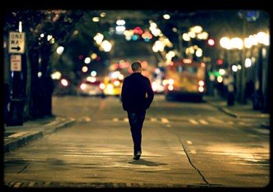 """Je crois que l'amour ne suffit plus. Est-ce possible que deux personnes s'aiment, et que ça ne suffise pas ? - « Peu importe, je vais trouver quelqu'un comme toi. Je ne souhaite rien d'autre que le meilleur pour toi aussi. Ne m'oublies pas, je t'en prie Je me souviens tu disais :  """"Parfois ça dure en amour mais Parfois à la place, ça fait mal"""" » _______________________________________________________________________________Traduction Adèle - Someone like you"""