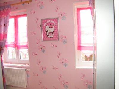 chambre fille hello kitty ma famille. Black Bedroom Furniture Sets. Home Design Ideas