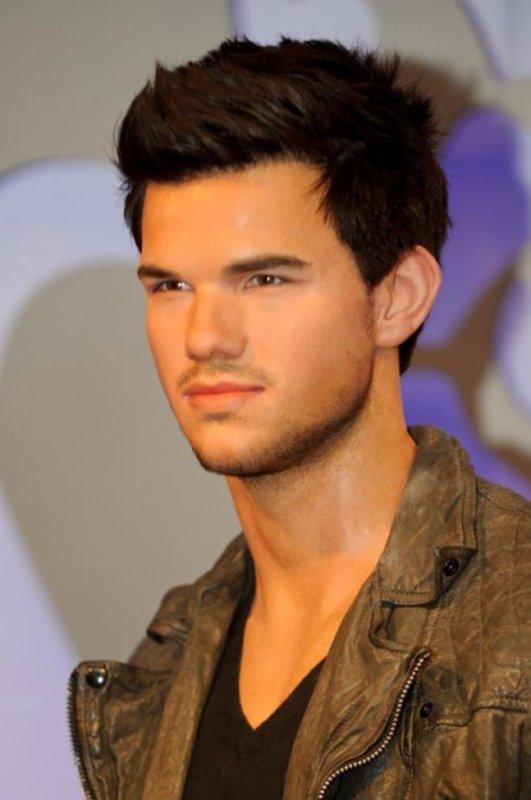 Ҩ Un Taylor Lautner en CIRE Ҩ ***  Kiff & Commente ? ♥ ***
