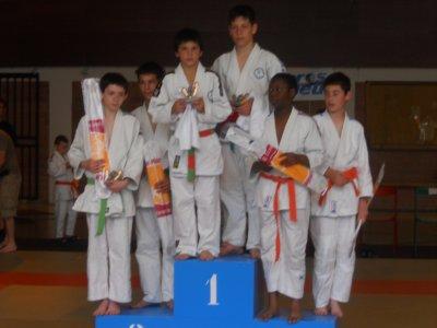 1er en jijitsu au tournoi de cléon