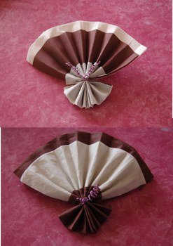 serviette pli e en forme de bourgeon welcome isis7628 pour les photos. Black Bedroom Furniture Sets. Home Design Ideas