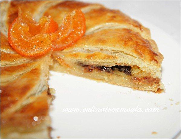 L'épiphanie en Provence.. Autrefois, on y trouvait dans ce gâteau des rois 1 fève et un santon