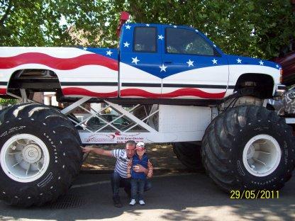 spectacle de cascade de voiture et de monster truck a cuesmes blog de benjamin01072008. Black Bedroom Furniture Sets. Home Design Ideas