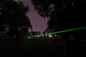 高出力グリーンレーザー 超強力 緑色レーザーポインター、キャップ付き