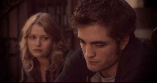 """""""Je sais que tu n'es pas revenue pour moi , mais je l'espèrais!"""""""