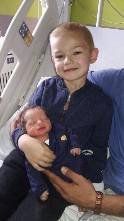 Maike avec son petit frère timothy
