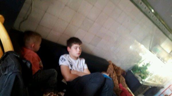 Jérémy qui dors dans le divan