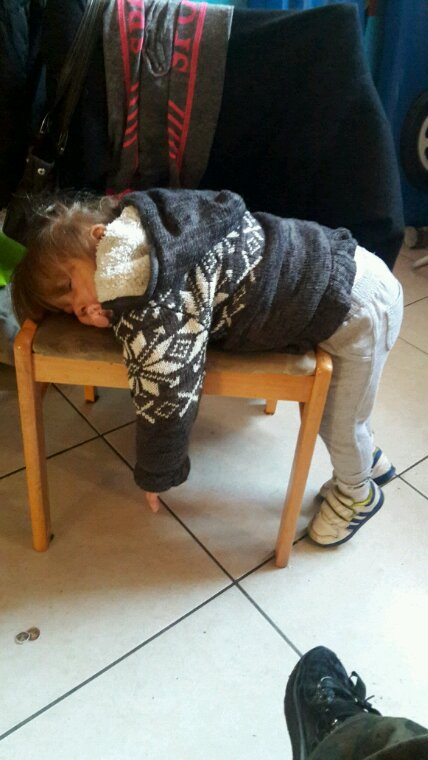 Kimberly qui dors sur la chaise