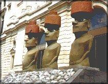 Les 3 moai du Musée d'Aquitaine de Bordeaux (France) - 1996