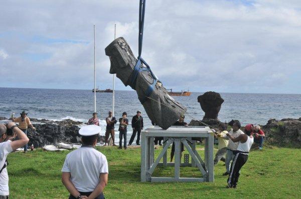 Le retour du moai de la Paix à Hanga Roa le 09/07/2010