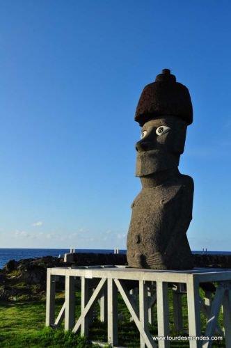 Le retour du moai de la Paix à Hanga Roa (recto) - 30/09/2010