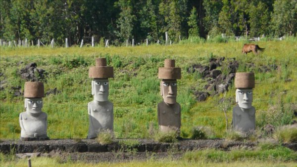 moai modernes à Rapa Nui