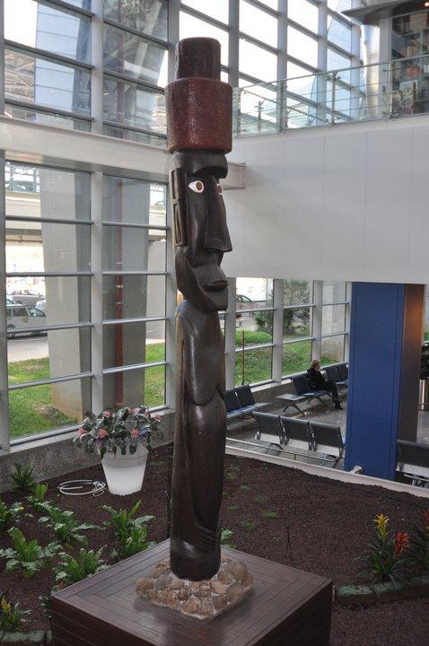 moai de l'aéroport de Cagliari (Sardaigne)