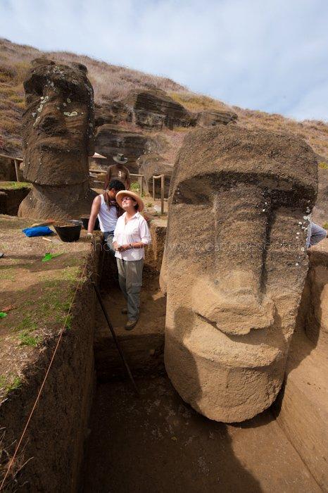 Rano Raraku intérieur - moai n° 108 (à gauche) & n° 109 (à droite) - numérotation de Routledge - 15/02/2011