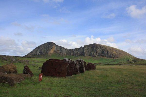 IDP - Le volcan Rano Raraku vu du site de Tongariki - 04/2011