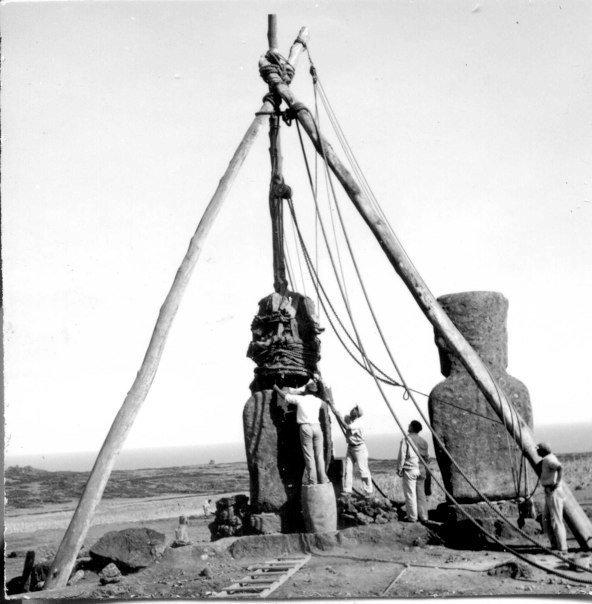 Reconstruction de l'ahu Akivi en 1960