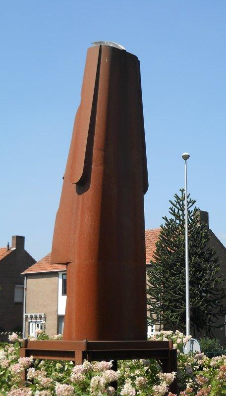 Un moai dans un rond-point (02/08/2011)