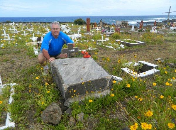 Hanga Roa - cimetière - tombe de Tony Pujador (04 & 09/12/2013) - 1