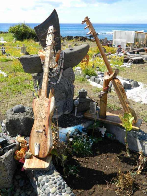 Hanga Roa - cimetière - tombe de Keva Matatoa Atan Lillo (04 & 09/12/2013) - 2