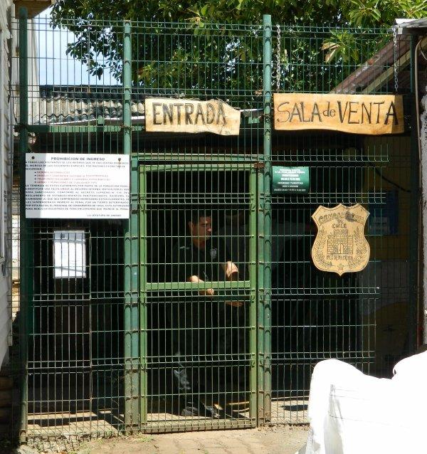 Hanga Roa - prison (04/12/2013)
