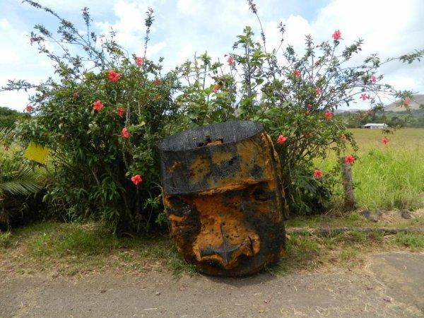 """Hanga Roa - un des restes du décor du film """"Rapa Nui"""" de 1994 (11/12/2013)"""