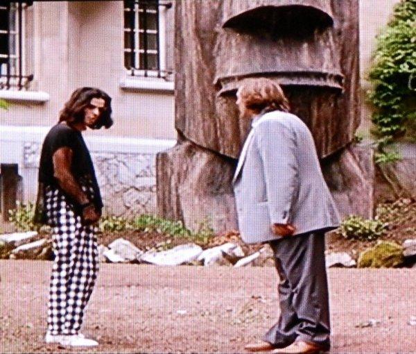Un moai devant une maison à Bruxelles ...
