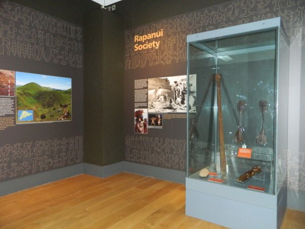 "Visites de l'exposition ""Making Monuments on Rapa Nui"" à Manchester (13 & 14/05/2015) - 31"