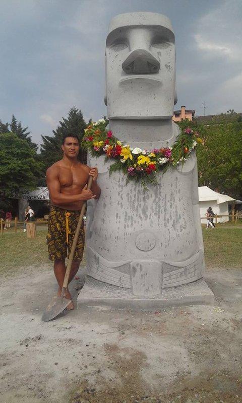 Sculpture d'un moai à Chiuduno (Nord de l'Italie) - 3